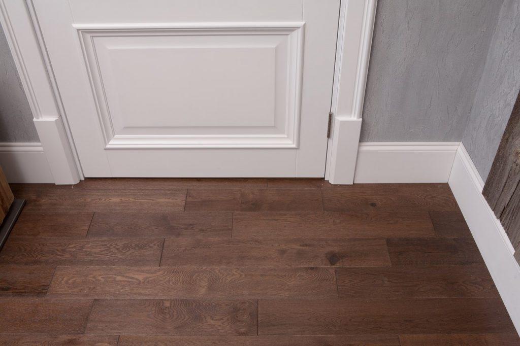 МДФ плинтус в тон к межкомнатным дверям – актуально как никогда! Приходите, поможем внести стильные нотки в Ваш интерьер.